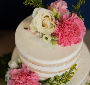 Торта Ванилия с живи цветя