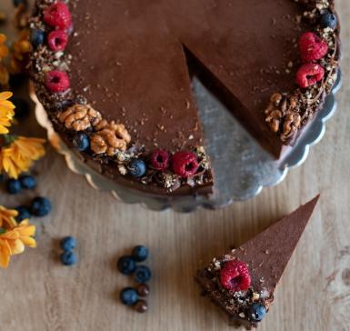 Торта с белгийски шоколад и малини.