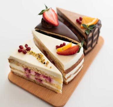4 pieces assorted cake